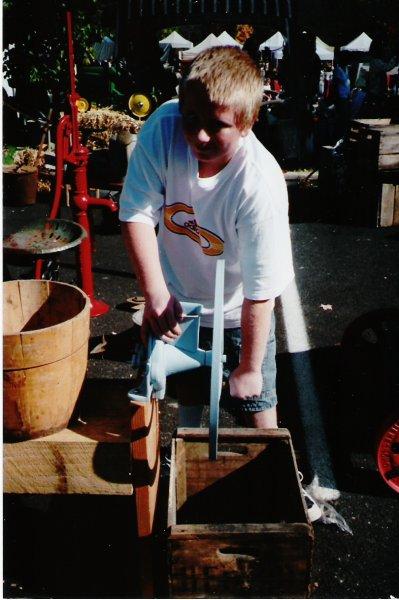 grinding_corn